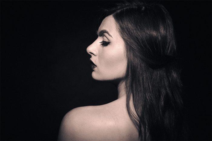 Фото в стиле Ноар со спины
