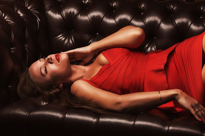 Фото на диване