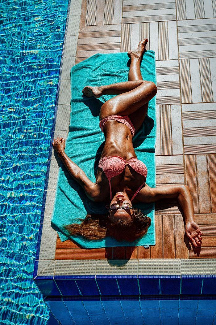 Фото у бассейна
