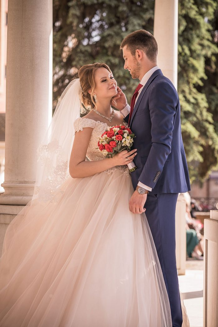 Красивое фото жениха и невесты в Москве