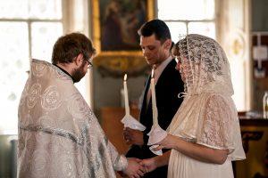 Фотосессия венчания надевание колец
